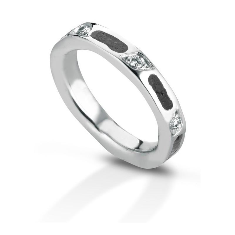 Aeolian ring wide diamonds